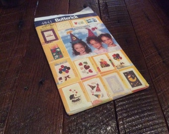 UNCUT Butterick Pattern #4841. One Size No Sew Party Cards, Bags, & Hats. 1997