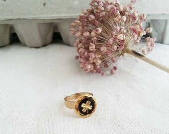 Solitaire ring with quadrifoglio oro