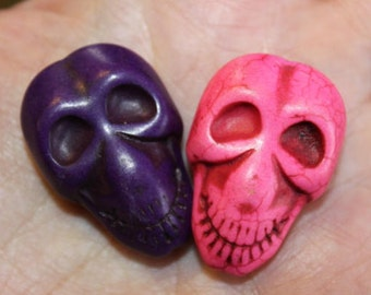 4 natural turquoise gemstone beads, dyed, Skulls, 32 mm x 22 mm x 11 mm, hole 1 mm, 2 each of pink and purple