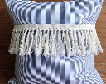 Housse de coussin rayures grisonnantes - Grey stripes cushion cover