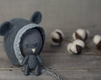 The Grey Bear bonnet finished with cotton lace and Tiny Bear Set