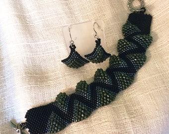 Peyote Wave and Earring Set / Handmade Jewelry / Beaded Bracelet / Beaded Dangle Earrings / Night Out Jewelry Set / Free Standard Shipping