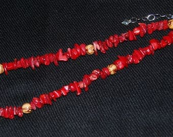 Red coral and wood necklace