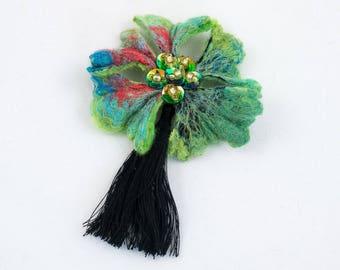 Broche Fleur en laine feutrée brodée de perles et sequins-Vert-Noir