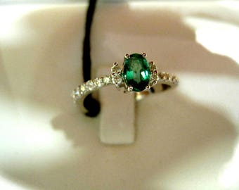 White gold ring with brilliant cut diamonds and Emerald