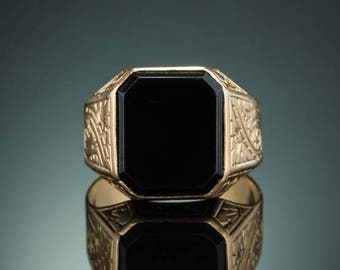 Art Deco French natural onyx single stone signet ring