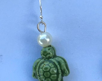 Green Turtle and Pearl
