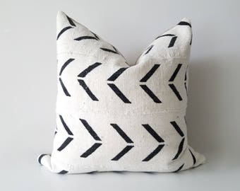 Authentic Mudcloth Pillow Cover, Off-White/Cream, Black, Large Arrows, Geometric