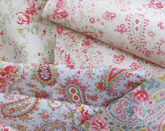 Beautiful bundle of true vintage eiderdown fabrics~Roses, daisies, cottage flowers and Paisley~Ideal for patchwork & pretty little projects