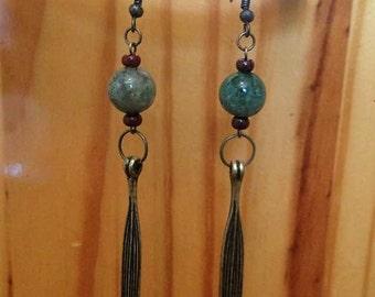 Dangle earrings with an earthy feeling