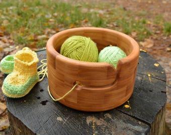 Circle Alder Yarn Bowl, Wood Yarn Holder, Large Crochet Bowl, Reliable Knitting Organizer, Eco Gift for Knitter, Natural Needlecraft Storage