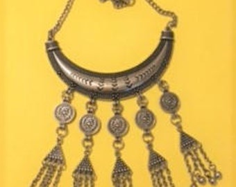 """Silver Center Piece with 5-Dangle with Medallion and Triangle Pieces--Necklace Set--27"""""""