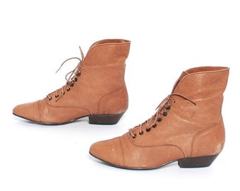 size 6 VICTORIAN tan leather 80s 90s WITCHY GRUNGE lace up ankle boots