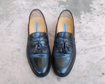 Vintage Mens 9m Johnston and Murphy Black Leather Slip On Tassel Fringe Loafers Oxfords Wingtips Brogues Classic Dress Shoes