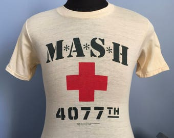 80s Vintage MASH 4077th Army 1981 tv television show promo T-Shirt - SMALL