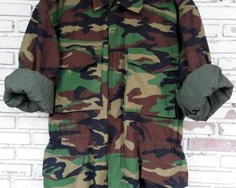 Vintage Military M-65 Camo Field Jacket Woodland Camo / Vintage Woodland Camouflage M-65 Field Jacket Size XL Regular