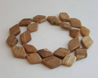 22 Gemstone Beads Beige