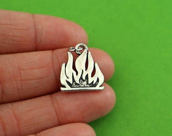 4 Camp Fire Charms (CH107)