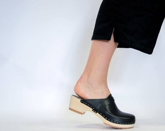 Swedish Clogs for Women Slip in Leather Shoes Comfortable Wooden Base Vegetable Tanned Low Heel Handmade Mules Metallic Sandgrens Tokyo