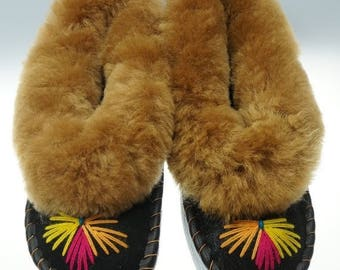 ON SALE SALE !!! Women's leather slippers, lined with 100% wool Sheepskin and comfy! Good gift!! Halloween