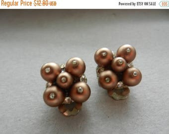 Summer Sale Vintage 1950s Unsigned Costume Jewelry Earrings Set Clip On