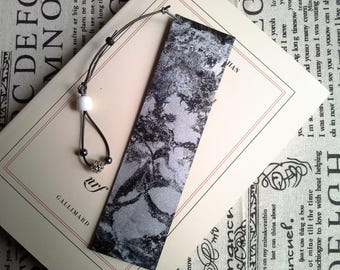 """""""Movement Silver"""" leather bookmark"""