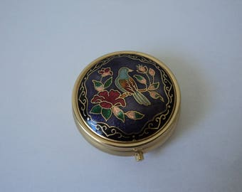 Vintage collectable  metal and enamel pill box (04906)