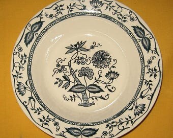 """Bowl""""Onion"""" pattern blue and white"""