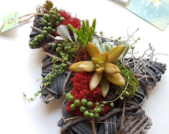 Holiday Succulent Arrangement/ succulent art/plant art/succulents/christmas ornament/succulent garden/rustic decor/Living wreath