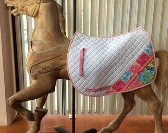 The Lily saddle pad