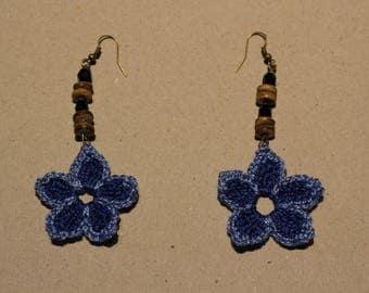 Pair of earrings blue flowers