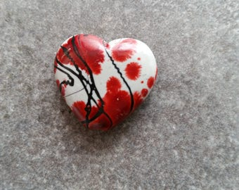 6 red 23x21mm heart beads