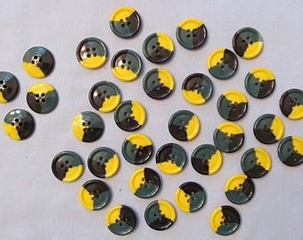 Vintage Buttons, Large Group of 36 Green Yellow Black Plastic, Through-Hole Round
