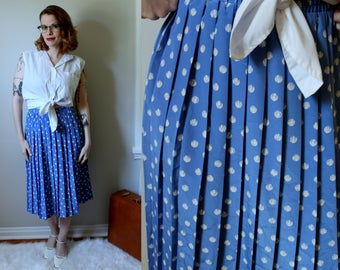 Vintage Dots N Pleats Skirt // 1980's Pleated Baby Blue Skirt with White Polka Dots // High Waist Knife Pleats Leslie Fay Women's Size M-L