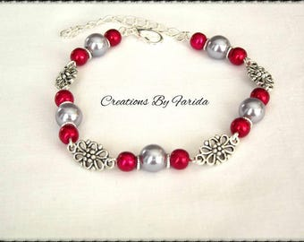 Bracelet curb chain with connector in the shape of flower and red beads