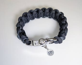 "Type One Diabetes Paracord Medical ID Bracelet with ""Barbed Wire"" Stitching, Hand-Stamped ""T1D"" Tag, and Adjustable Shackle Closure"