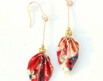 Boucles d'oreilles pendantes en origami feuilles, magnifique papier japonais à motifs rouges, bleus et or