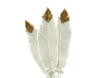 Gumpaste Feathers in white and gold, for boho weddings, baby showers, birthdays, gumpaste cake toppers, gold and white decorations