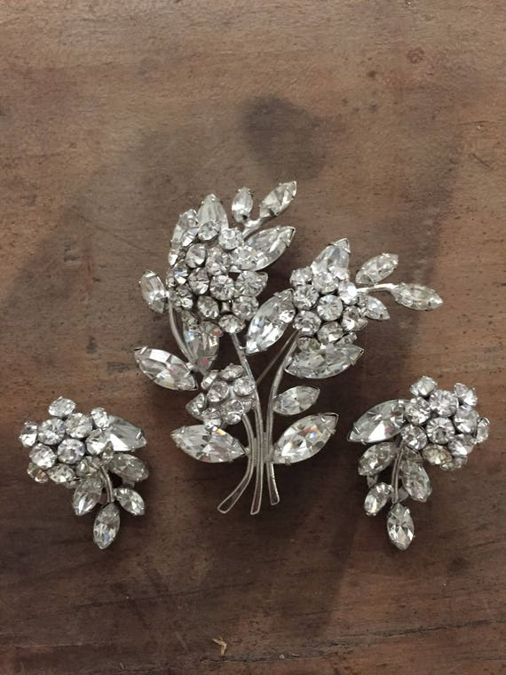 FREE SHIPPING-Vintage Tremble Brooch and Earring Set