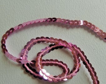 Pink sequins sewn in Ribbon chain