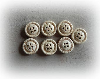 7 beige Crackle effect wooden buttons