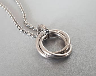 Love Knot - Aluminum: Bright Aluminum Mobius Knot Pendant Chainmaille Necklace (Large)