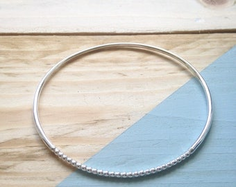 Silver semi-beaded bangle | Handmade stacking bangle in recycled silver | Unique and eco-friendly jewellery | Recycled packaging.
