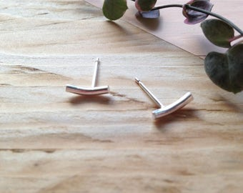 Minimal silver studs | Minimal curve studs in recycled silver | Handmade eco-friendly jewellery | Recycled packaging | Ethical gift.