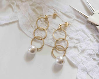 Drop earrings with gold rings and cotton pearls