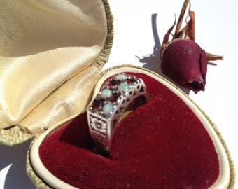 Vintage OPAL  and GARNET silver RING