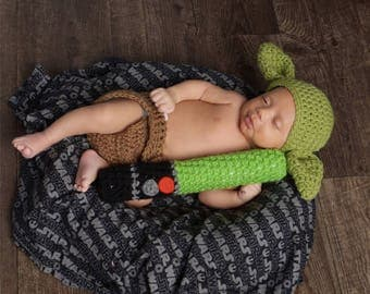 Yoda Baby Photo Prop-Star Wars-Newborn first picture-Photography-Lightsaber-Yoda hat-baby gift-crochet-handmade for baby-yoda outfit