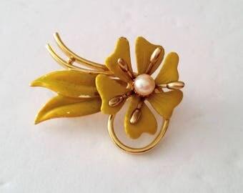 Gold Tone Enamel Faux Pearl Flower Brooch