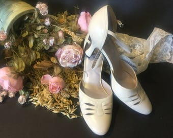 Ladies Pumps, Dress Shoes, Leather Shoes,Vintage Jones Wear,Spring/Summer Shoes,Anklet Strap Cream Shoes, Size 10 Shoes,Wedding Shoes