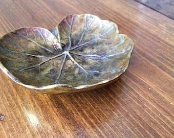 Retro MidCentury Virginia MetalCrafters Brass Geranium Leaf Dish/ashtray/keyrest/jewelry Solid metal Decor sculpted metalware oskar hanson